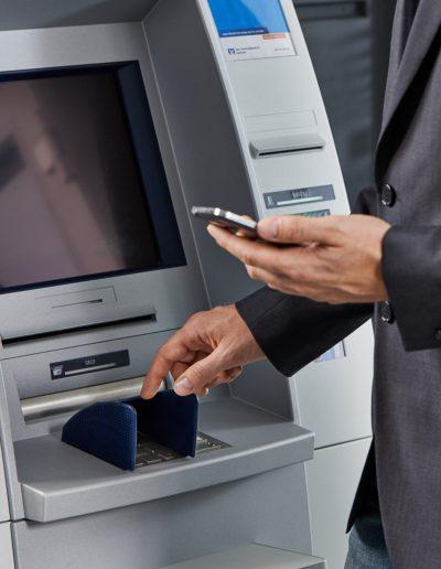 Handmodel Geldautomat