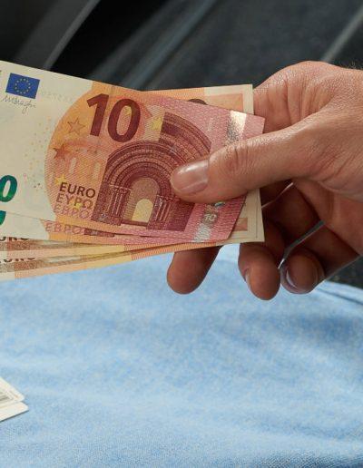 Handmodel Geldscheine